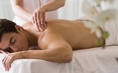 Классический массаж спины и ног для мужчин